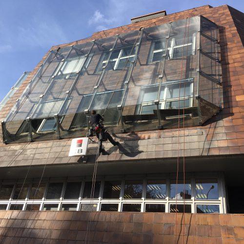 Mytí oken, Arbesovo náměstí