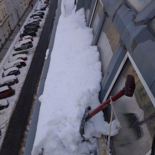 Odstraňování sněhu, Činžový dům, Praha 3, Ul. Polská