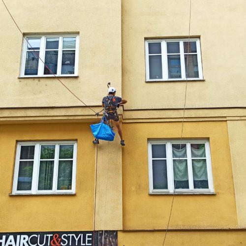 Instalace hrotů proti holubům, Praha 3